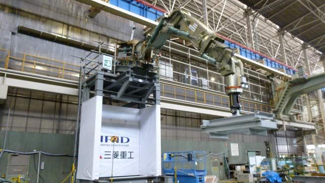Rendering of Mitsubishi Heavy Industries' seven-meter-long robotic arm capable of withstanding up to 2000 kg of processing reaction force.