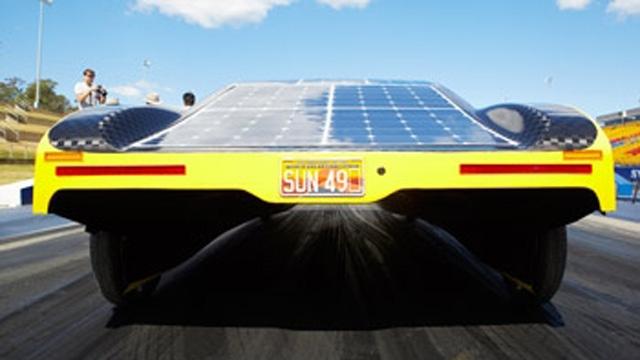 Des étudiants ont utilisé des modèles MATLAB pour optimiser l'utilisation de la batterie de la voiture à énergie solaire Sunswift eVe.
