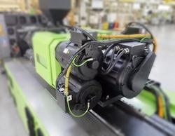 Unité d'injection ENGEL. MATLAB et Simulink ont permis d'accélérer le développement des contrôleurs de machine de moulage par injection.