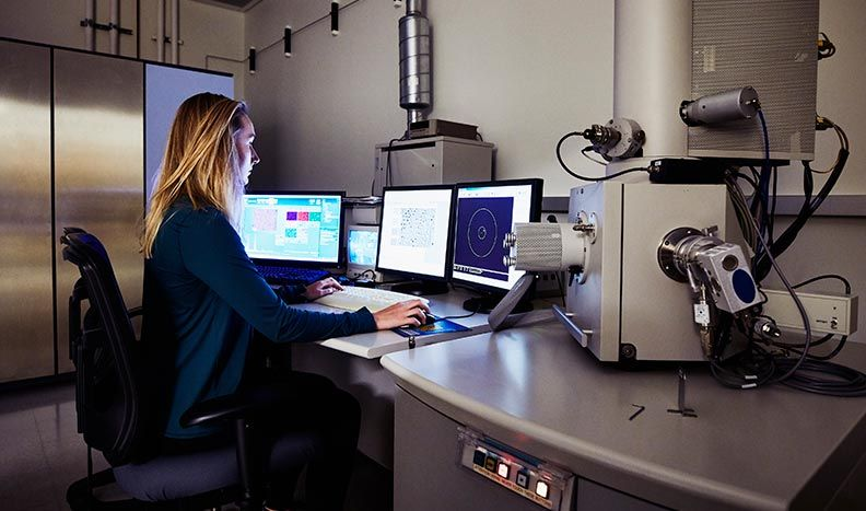 Contrôle des instruments de microscopie