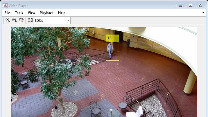 Exemple: tracking de plusieurs objets basé sur le mouvement